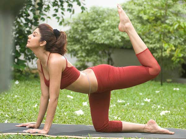 shilpa shetty in yoga